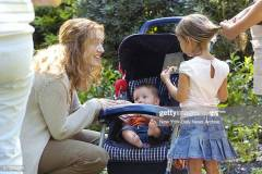"UNITED STATES - AUGUST 22:  Kate Winslet chats with some of the young extras on the set of the movie, ""Little Children,"" which is being filmed in Walker Street Park on Staten Island.  (Photo by Richard Corkery/NY Daily News Archive via Getty Images)"