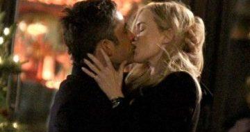 Kate Winslet e Enrique Murciano si baciano sul set